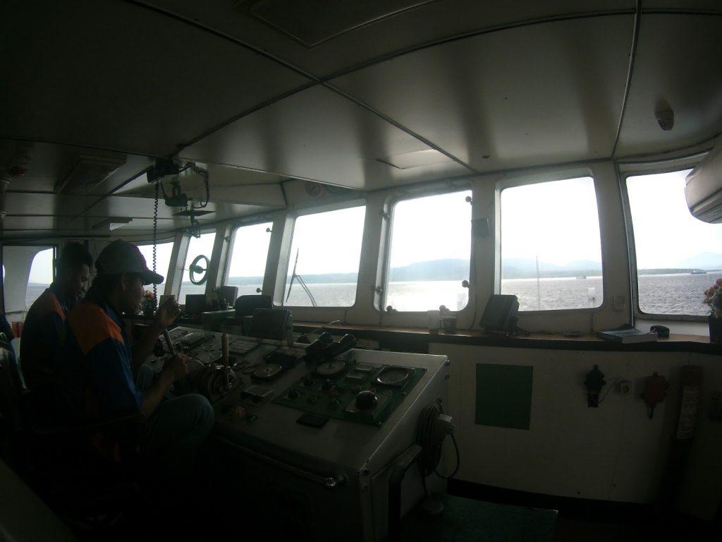 suasana dalam kemudi kapal