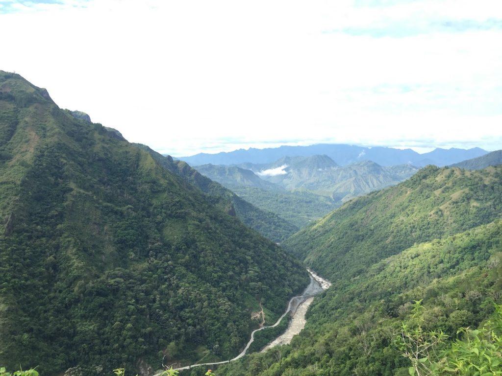 view di perjalanan ke kampung ollon toraja